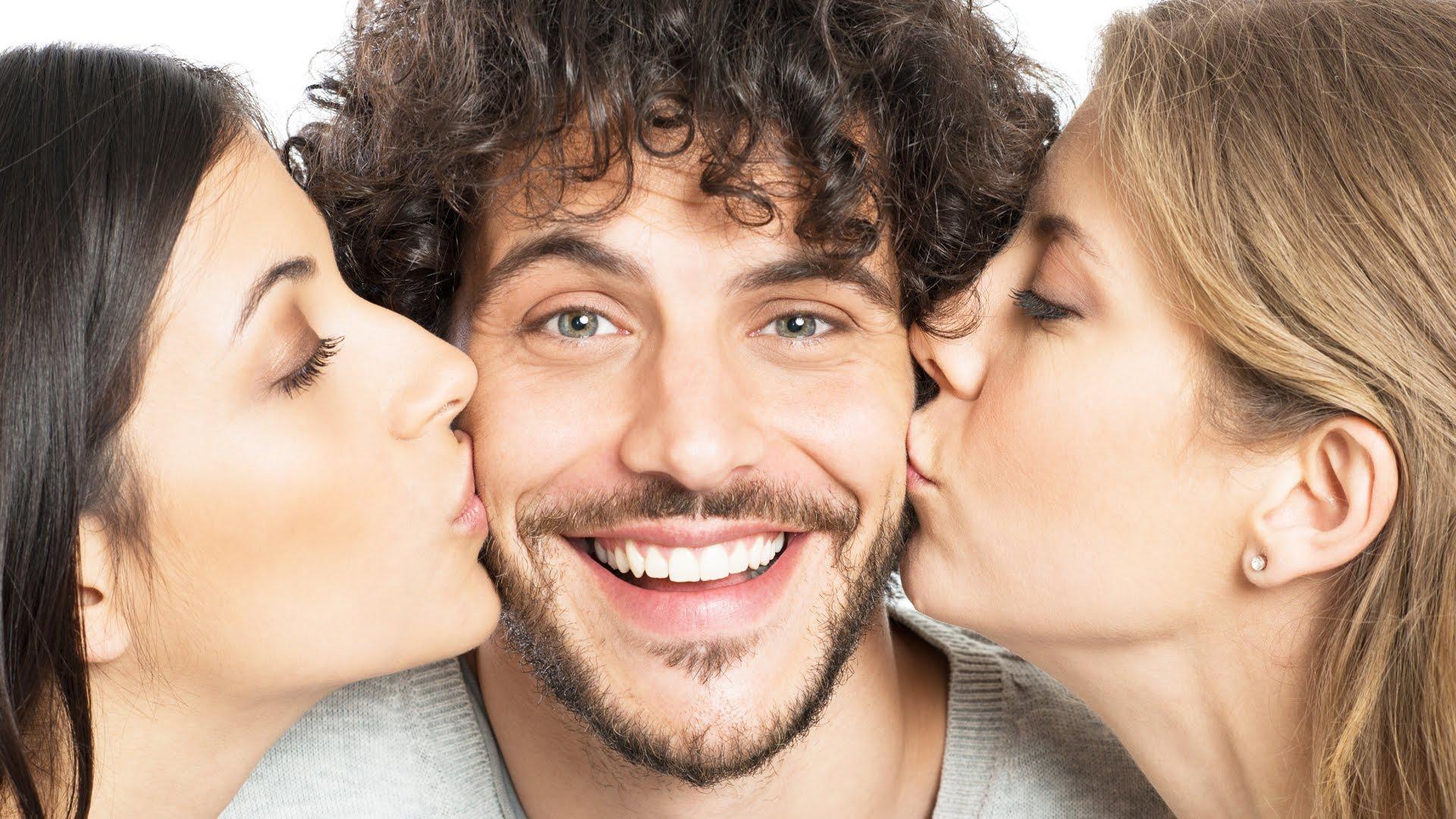Девушка и два мужчины фото, смотреть усыпил хлороформом симпотнаю блондинку и трахнул